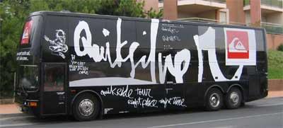 Il Bus Quicksilver arriva a Milano con un carico di campioni!