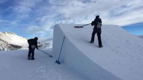 Shaper all'opera allo Snowpark Mottolino