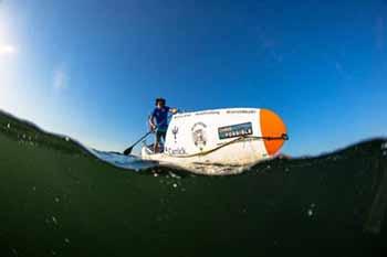 Attraversare l'oceano in Sup è la sfida benefica di un sudafricano