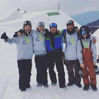Alex con Jacopo Thomain e gli altri rider della Courmayeur Sport Academy