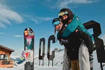 Emma Gennero e la compagna di Team Margherita Meneghetti alla Snowpark Area 43 di Méribel