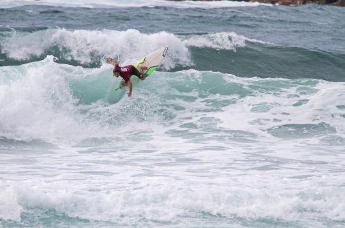 Surf stage con Alessandro Piu, in arrivo il maestrale: c'è il semaforo verde