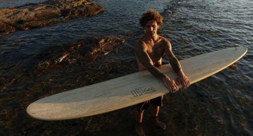 Ecco Kire, la tavola da surf realizzata con legni sardi