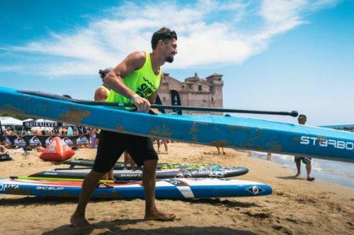 Leonard Nika durante l'ultima tappa del Circuito Nazionale FISW Surfing