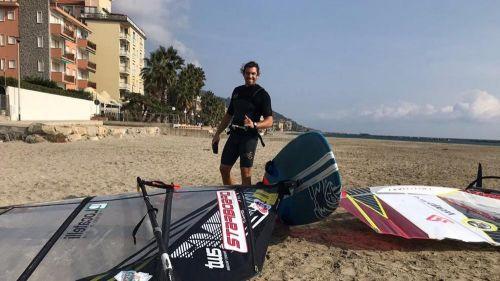 Il campione del mondo di windsurf si allena a Diano