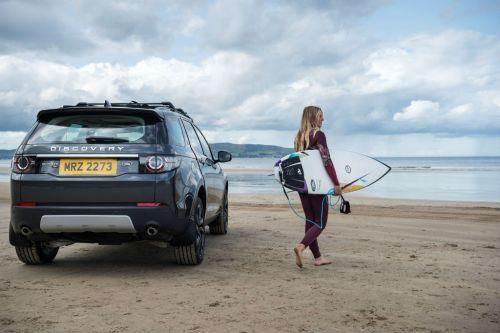 La tavola da surf in plastica riciclata da Land Rover