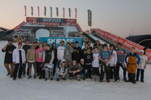 Foto di gruppo al World Rookie Rail Jam by Skipass