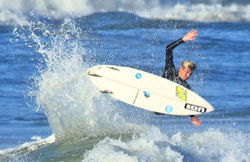 Il surfista Matteo Calatri in gara al Santa Cruz Pro