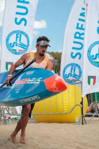 Il Campione d'Italia Leonard Nika alla DEEJAY Xmasters SUP Race