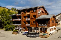 Chalet Zenta Snowboard Camp