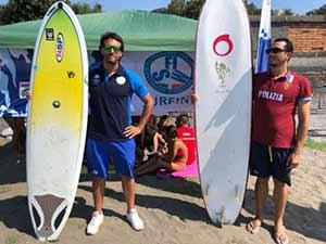 """Nuotiamo e surfiamo insieme a Mappatella Beach: dopo il successo della scorsa edizione, si amplia il progetto """"estate sicura"""" delle Fiamme Oro."""