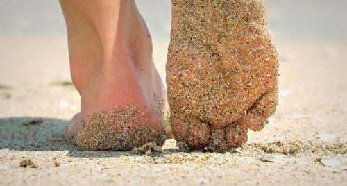Camminare a piedi nudi fa bene!