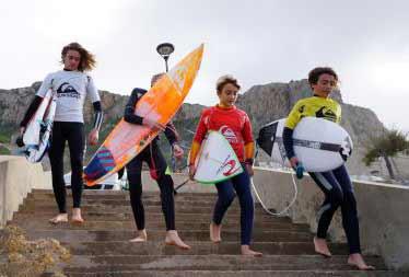 Spettacolo tra le onde in Sardegna per la finale del circuito junior di surf Fisw Surfing