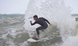 ROMA, SURF, C'È LA MAREGGIATA, E SANTA MARINELLA DIVENTA BONDI BEACH