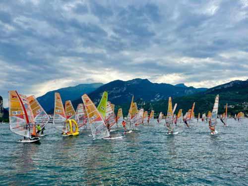Windsurf Giovanile di scena sul Garda Trentino: conclusa la prima fase di regate con iQFoil e Techno slalom
